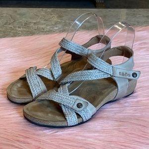 Taos Trulie Woven Leather Sandal Size 6 - 6.5